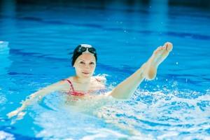 Плувен басейн, упражнения за бедра